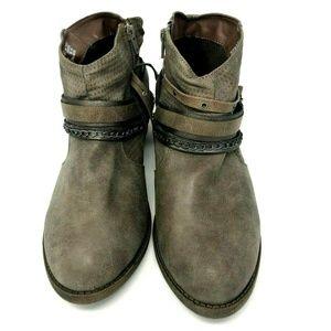 57ed3fc11c7 Women Kohls Boots on Poshmark